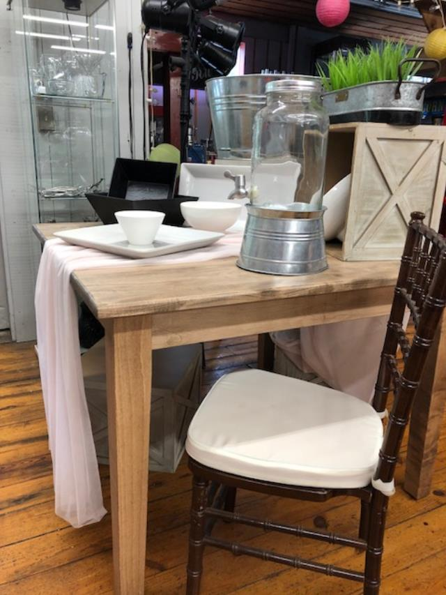 Where to find FARM TABLE 42X42 SQUARE in Canton